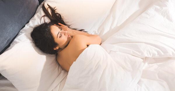 Naken I Sängen